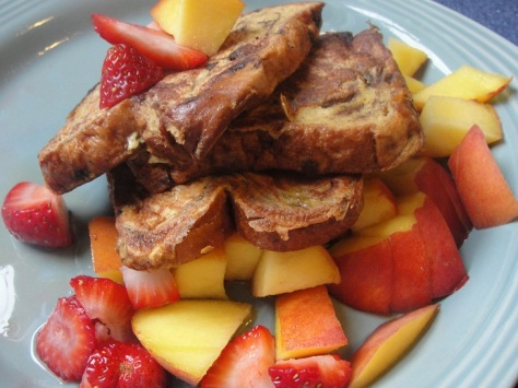 french-toast-with-fresh-fruit