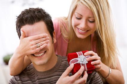 valentines-gift-him1-boyfriend-and-girlfriend.s600x600