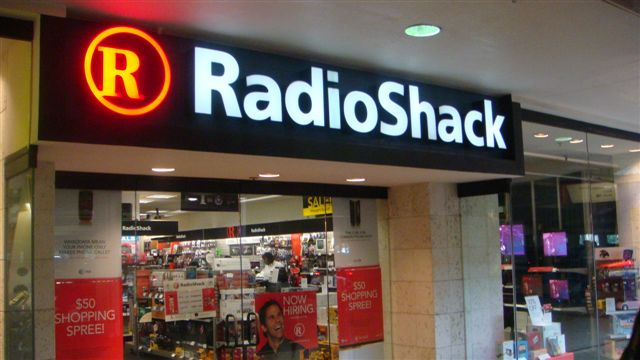 RADIOSHACK PLANS TO CLOSE UP TO 1,100 US STORES
